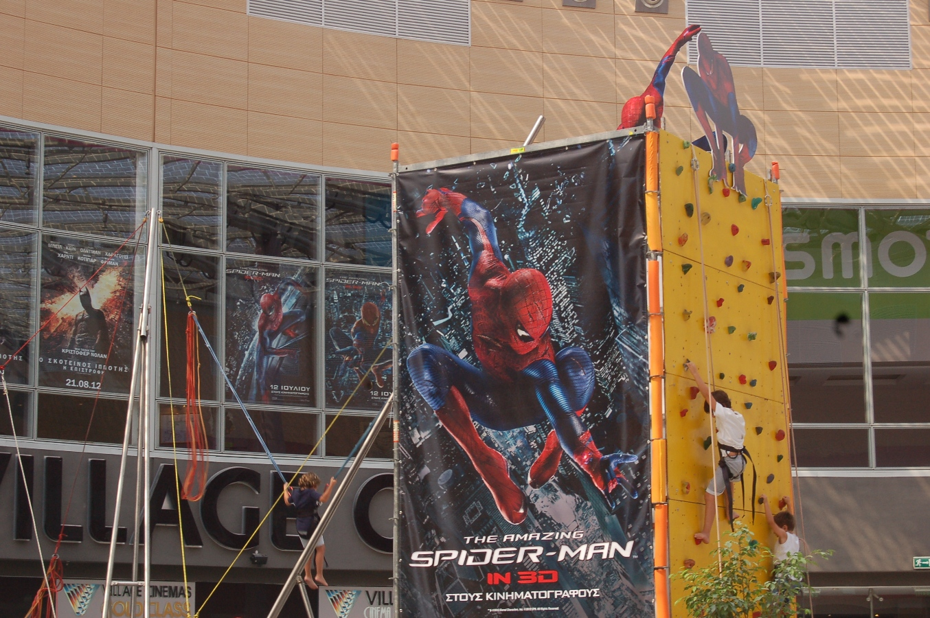 the amazing spider man-climbing-5